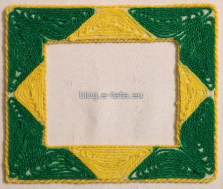 Ramka do zdjęcia, zdobiona wełną, zrobiona przez dzieci