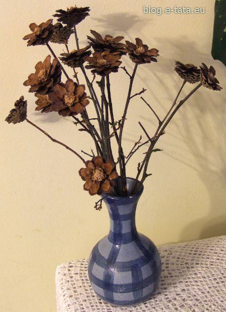 Kwiatki z szyszek, w wazonie