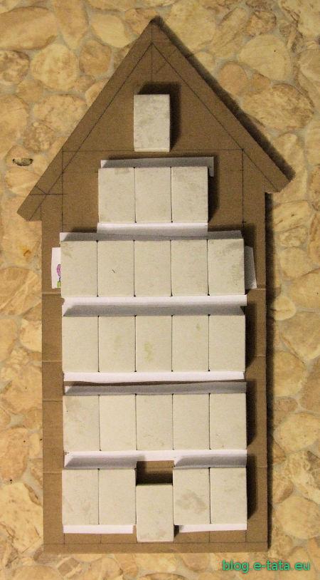Kalendarz adwentowy, zrobiony samemu przez dziecko - przyklejone pudełka od zapałek